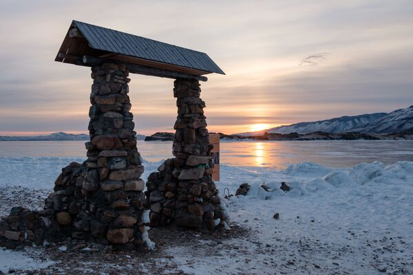 Захад сонца на мысе Уюга ў раёне возера Байкал. - Sputnik Беларусь