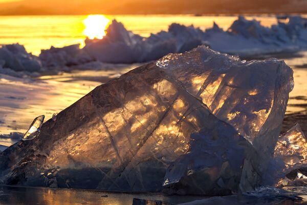 Лёд на возеры Байкал. - Sputnik Беларусь