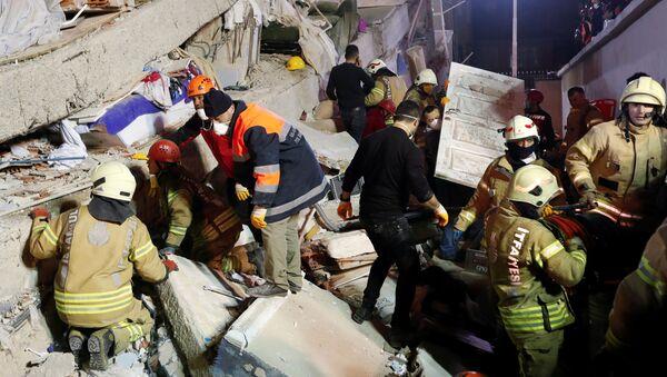 Разбор завалов многоэтажки в Стамбуле - Sputnik Беларусь