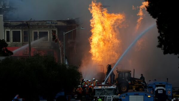 Пожарные работают во время возгорания на строительной площадке в Сан- Франциско  - Sputnik Беларусь