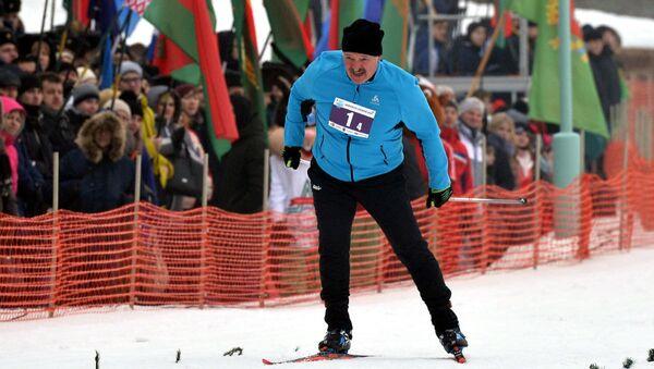 Аляксандр Лукашэнка на біятлоннай лыжні - Sputnik Беларусь