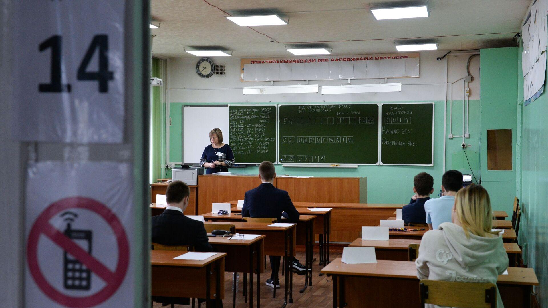 Учащиеся во время тестирования, архивное фото - Sputnik Беларусь, 1920, 14.04.2021