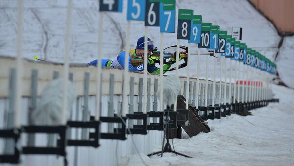 Белорусский биатлонист на стрельбище в Раубичах - Sputnik Беларусь