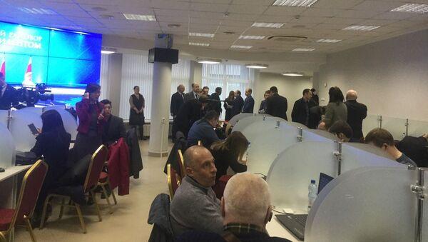 Журналисты в пресс-центре ожидают Большого разговора с президентом - Sputnik Беларусь