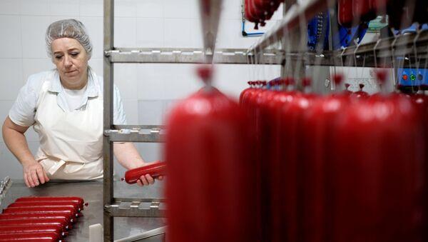Белорусские мясокомбинаты работают по строгим ГОСТам - Sputnik Беларусь