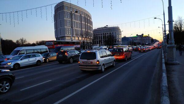 Машины на проспекте Независимости - Sputnik Беларусь