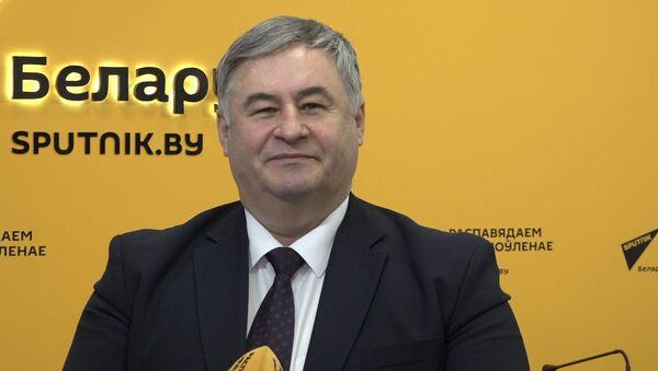 Поздравление с 8 марта  от министра информации Беларуси Александра Карлюкевича - Sputnik Беларусь