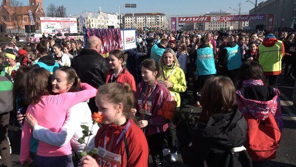 Красивый забег собрал около 5000 представительниц прекрасного пола - Sputnik Беларусь
