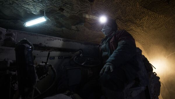 Рабочий в шахте, архивное фото - Sputnik Беларусь