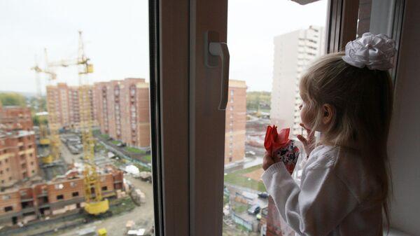 Ребенок в новой квартире, архивное фото - Sputnik Беларусь