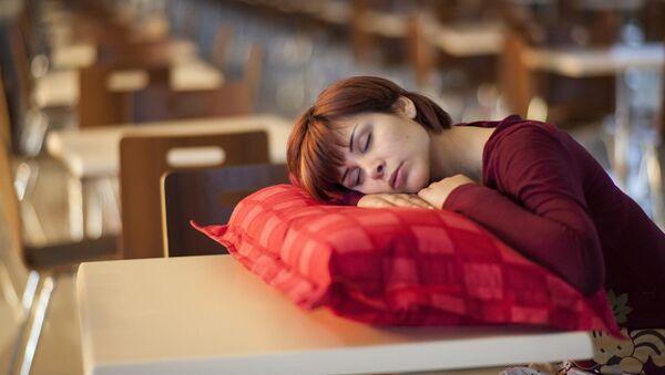 Женщина спит, архивное фото - Sputnik Беларусь