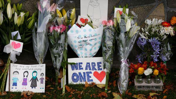 Цветы на месте теракта в Новой Зеландии - Sputnik Беларусь