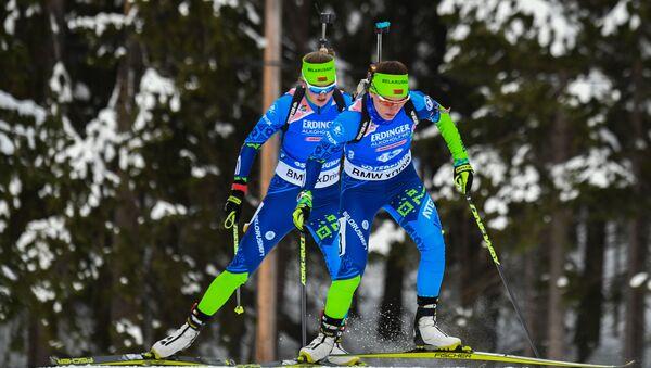 Белорусские биатлонистки Динара Алимбекова и Ирина Кручинкина (слева направо) - Sputnik Беларусь