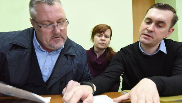 Мария Тарасенко и правозащитники РЭП Леонид Судаленко и Андрей Стрижак - Sputnik Беларусь