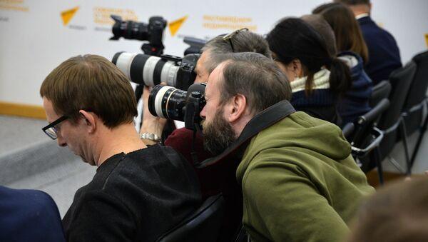 Журналисты в пресс-центре Sputnik - Sputnik Беларусь