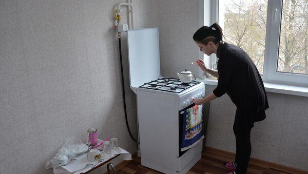 Сирота Карина переехала в собственную квартиру в феврале нынешнего года - Sputnik Беларусь