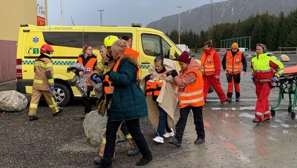 Эвакуация пассажиров с лайнера Viking Sky  - Sputnik Беларусь