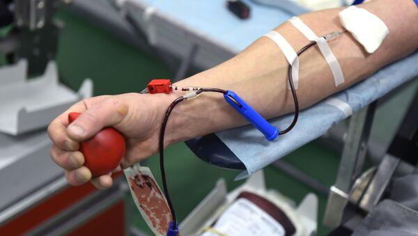 Сдача крови в мобильной станции переливания крови - Sputnik Беларусь
