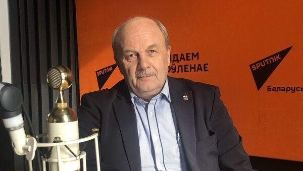 Пісьменнік Іваноў: недапушчальна выпусціць у свет фальшывы твор - Sputnik Беларусь