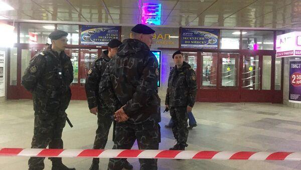 Милицейское оцепление у железнодорожного вокзала в Минске - Sputnik Беларусь