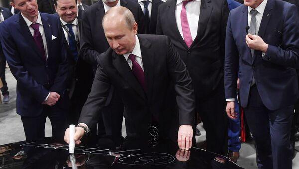 Владимир Путин на открытии завода Mercedes  Подмосковье - Sputnik Беларусь