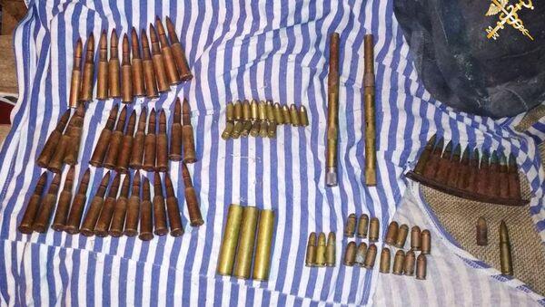Правоохранители нашли у торговца марихуаной патроны для автомата - Sputnik Беларусь