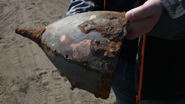 Шлем, які знайшлі на беразе Бярэзіны - Sputnik Беларусь