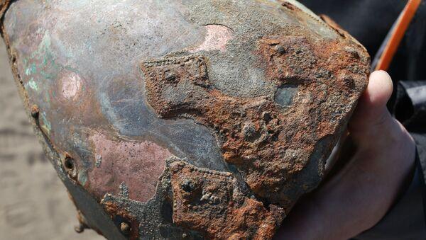 Шлем, знойдзены на беразе Бярэзіны - Sputnik Беларусь