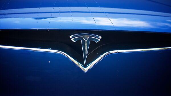 Логотип электрокаров Tesla - Sputnik Беларусь