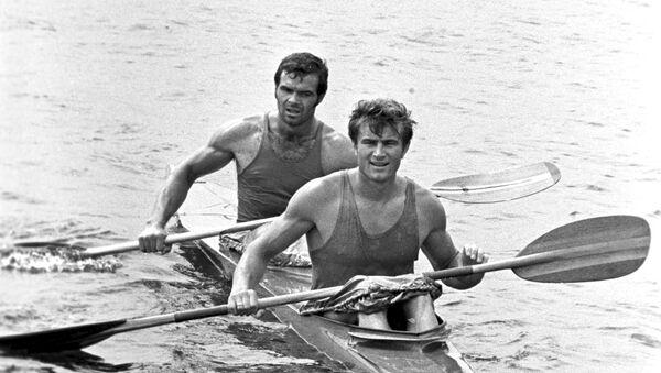 Спортсмены Николай Горбачев (на переднем плане) и Виктор Кратасюк - Sputnik Беларусь