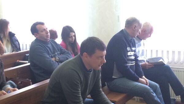 На скамье подсудимых (слева направо) замначальника цеха готовой продукции Грушевский, начальник цеха готовой продукции Малашевич, главный инженер Губаревич - Sputnik Беларусь
