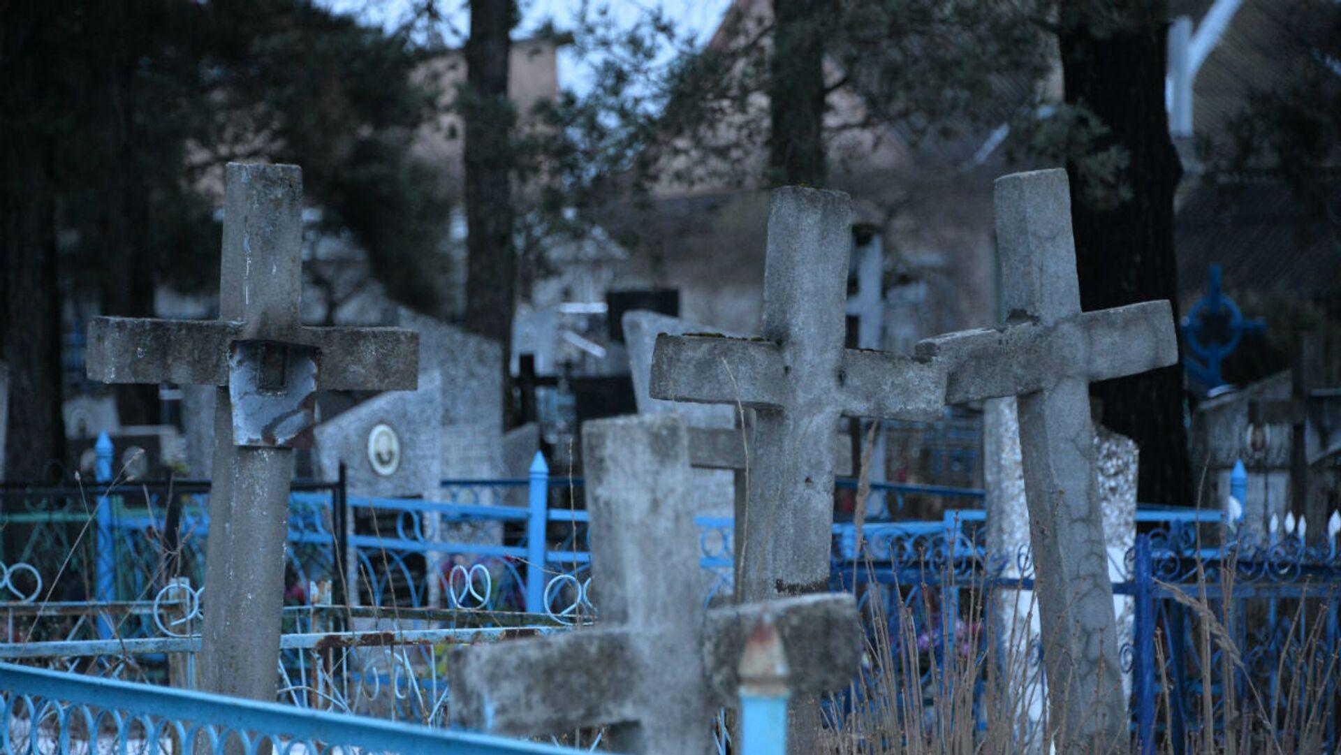 Кресты на кладбище - Sputnik Беларусь, 1920, 22.09.2021