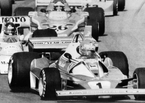 Формула-1 пережила и много моторных эпох, самой знаменитой из которых была турбоэра, когда мощности двигателей достигали 900 лошадиных сил. Она продолжалась без малого 30 лет, пока в 1994-м турбомоторы не запретили. - Sputnik Беларусь
