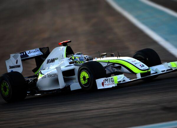 Современная Формула-1 помнит еще одну темную лошадку. Росс Браун, купивший остатки команды Honda, вывел на старт сезона-2009 конюшню Brawn GP, и за счет необычных аэродинамических решений команда-одногодка выиграла чемпионат практически в одну калитку. - Sputnik Беларусь