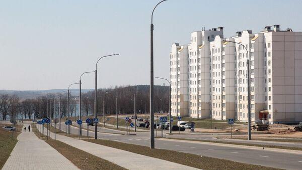 Рядом с кварталом, который строится для минчан, находится озеро - Sputnik Беларусь
