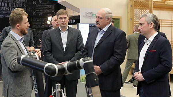 Наведванне Аляксандрам Лукашэнкам дзяржаўнай установы Адміністрацыя Парку высокіх тэхналогій - Sputnik Беларусь