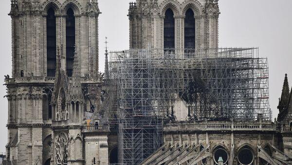 Последствия пожара в соборе Парижской Богоматери - Sputnik Беларусь