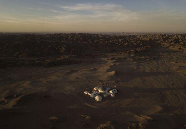 Вид с воздуха на китайскую базу Mars Base 1, расположенную в пустыне Гоби в китайской провинции Ганьсу - Sputnik Беларусь