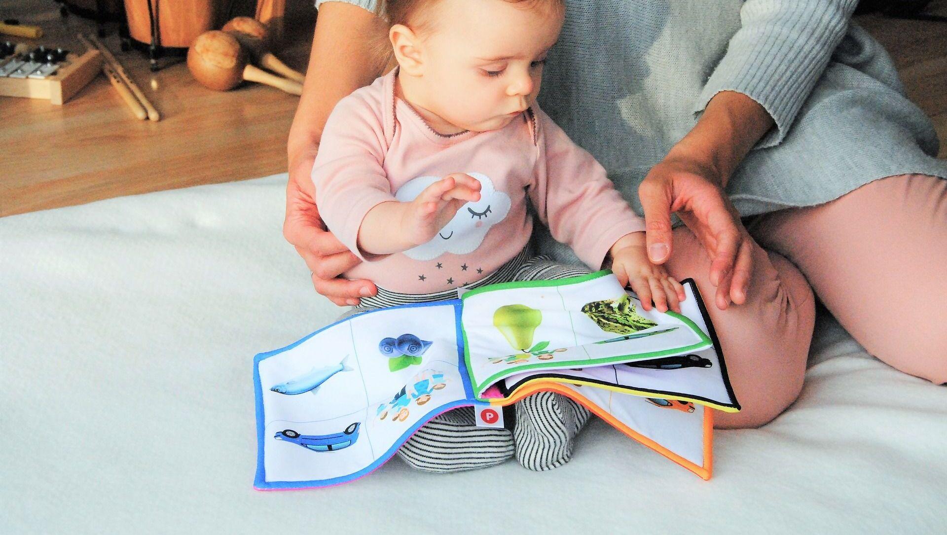 Кто-то занимается с детьми чтением, кто-то - музыкой, но надо учесть, что няня - это не прислуга - Sputnik Беларусь, 1920, 31.03.2021