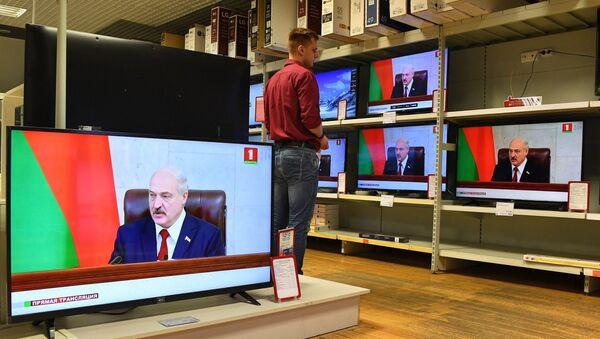 Прямая трансляция послания президента в торговом центре Корона - Sputnik Беларусь