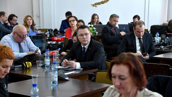 Журналисты в пресс-центре Дома правительства - Sputnik Беларусь