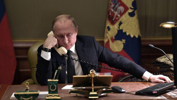 Прэзідэнт РФ Уладзімір Пуцін падчас тэлефоннай размовы - Sputnik Беларусь