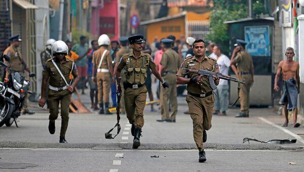 Полицейские после взрыва в Шри-Ланке - Sputnik Беларусь
