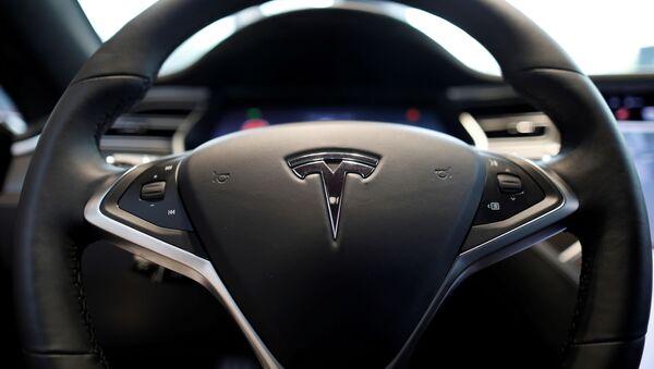 Руль электракара Tesla, архіўнае фота - Sputnik Беларусь