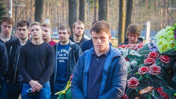 Хоккеисты национальной сборной Беларуси посетили могилу Руслана Салея  - Sputnik Беларусь