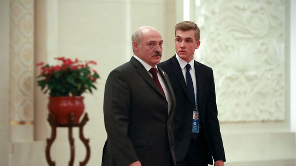 Прэзідэнт Аляксандр Лукашэнка з сынам Мікалаем - Sputnik Беларусь