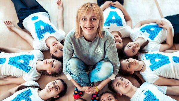 Аляксандра Буяльская разам са сваімі вучаніцамі - Sputnik Беларусь