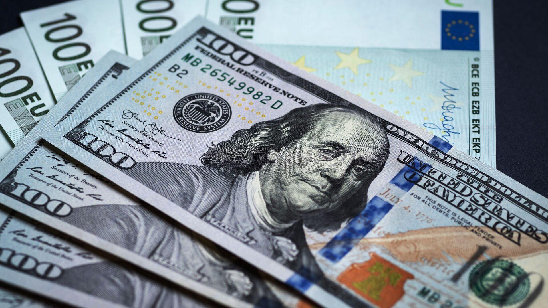 Денежные купюры: евро и доллары - Sputnik Беларусь, 1920, 25.05.2021