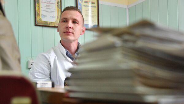 Далеко не все пациенты сельского врача могут прийти к нему на прием - Sputnik Беларусь