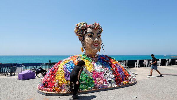 К открытию Евровидения в Тель-Авиве появилась инсталляция с изображением Нетты, сделанная из игрушек (так называлась песня, с которой она победила в прошлом году) - Sputnik Беларусь
